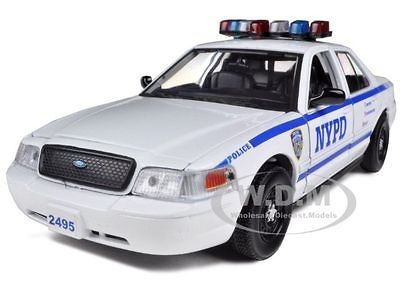 FORD CROWN VICTORIA NYPD NEW YORK POLICE CAR WHITE 1/24 BY DARON 76469