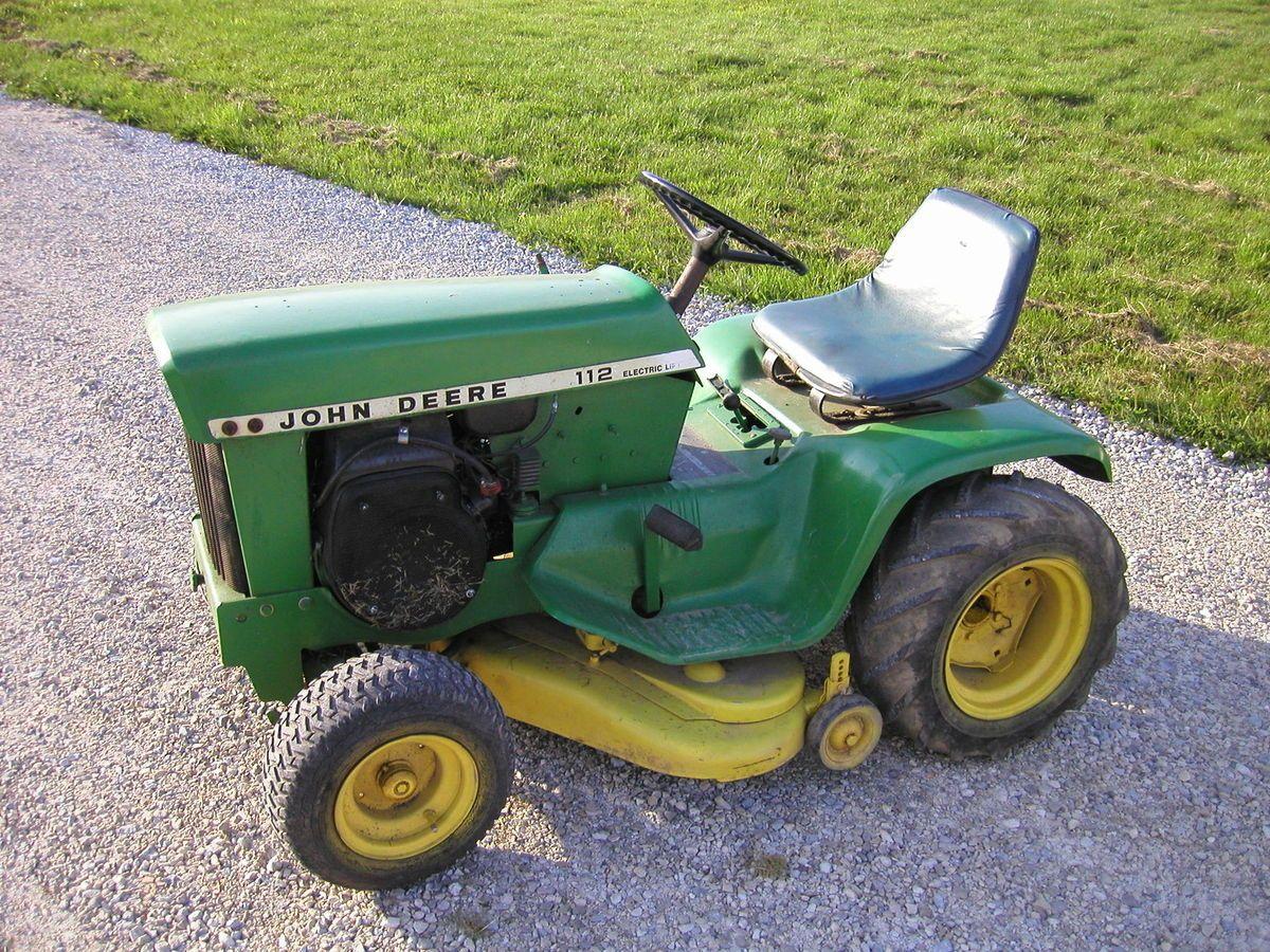 John Deere 112 riding lawn tractor mower variable speed